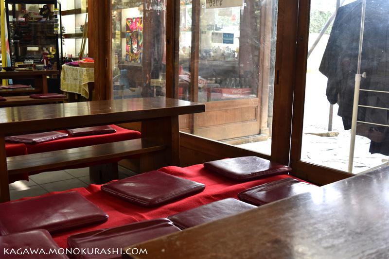 栗林公園内にある花園亭のテーブル席