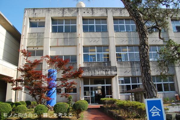 かがわ・山なみ芸術祭、綾川町エリアのモノハウス(旧枌所小学校)