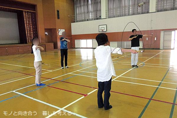 ワークショップで縄跳びを習う