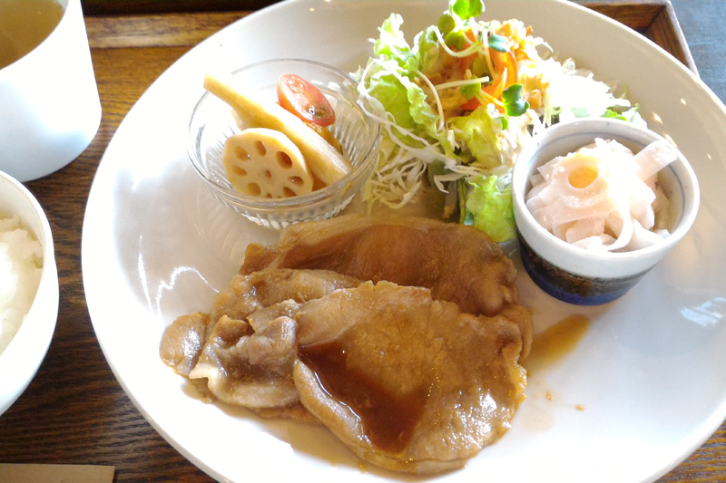 zazu plantes et cafe(ザズ プランテ エ カフェ)の日替わり定食